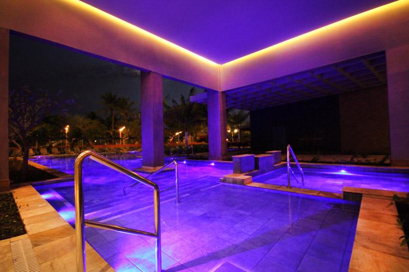 Spa relaxante com detalhes na iluminação buscando total descanso