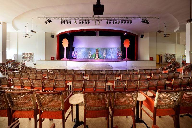 teatro amplo com peças infantis ideal para família toda