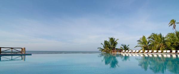 piscina-borda-infinita-tivoli-ecoresort-praia-do-forte