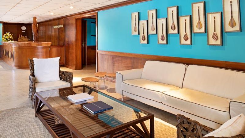 Ambientes de convívio com sofás e mesa de centro