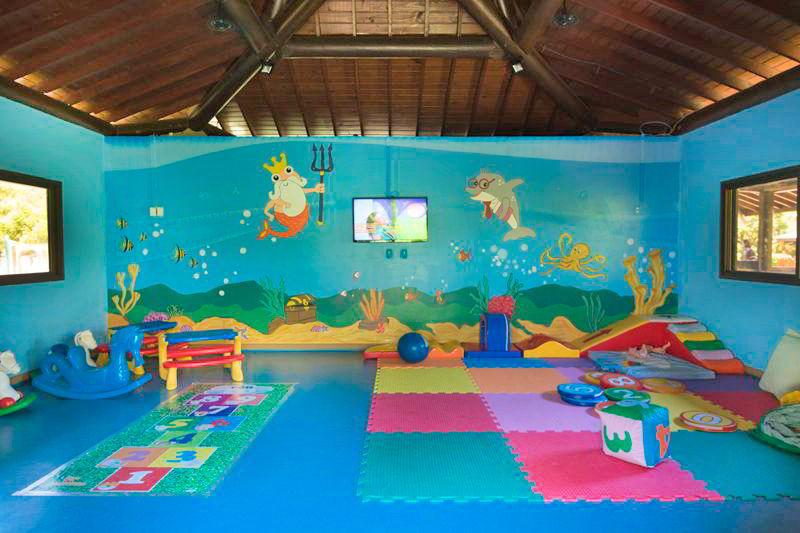 Área crianças com proteção e entretenimento