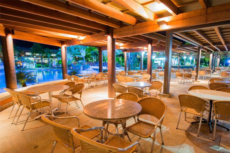 area-refeicao-frente-piscina