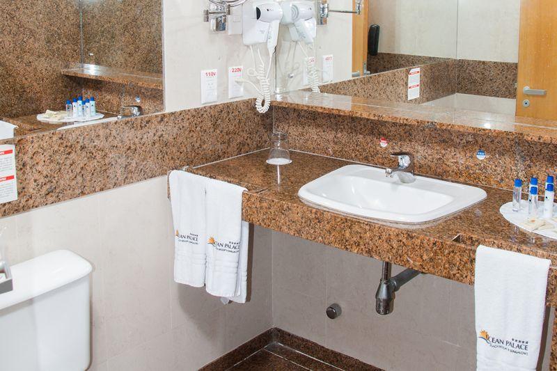 Banheiro Super Luxo com detalhes das amenidades