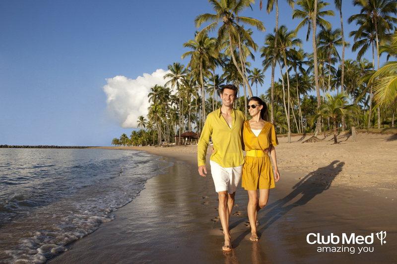 Casal em beira da praia com um lugar privilegiado e calmo