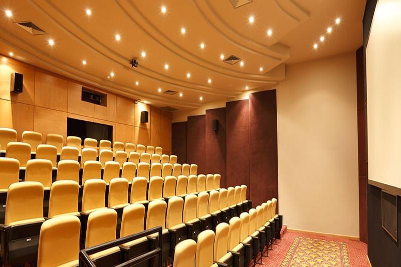 cinema-cadeiras-amarelo