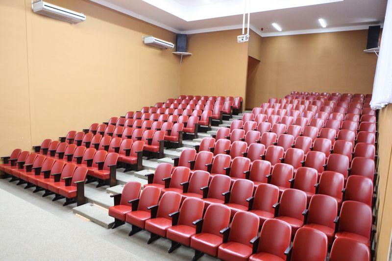 cinema-cadeiras-vermelha