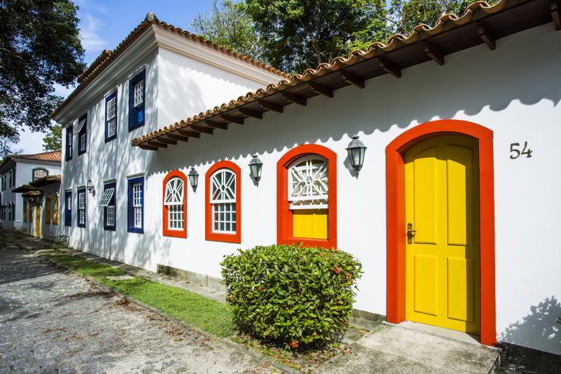 detalhes das fachadas das acomodações em colonial