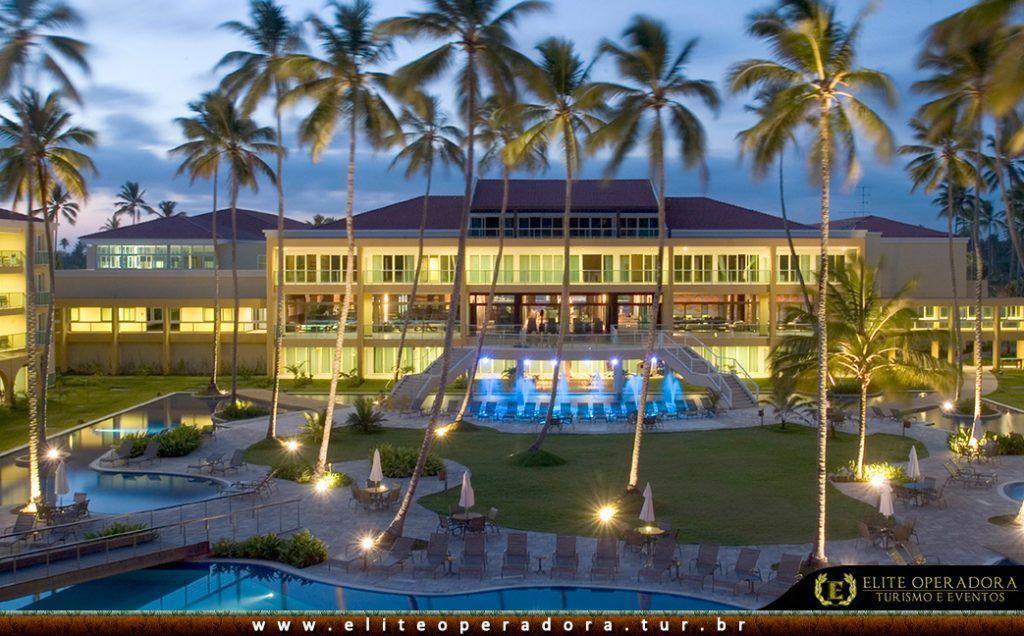 fachada-anoitecer-resort