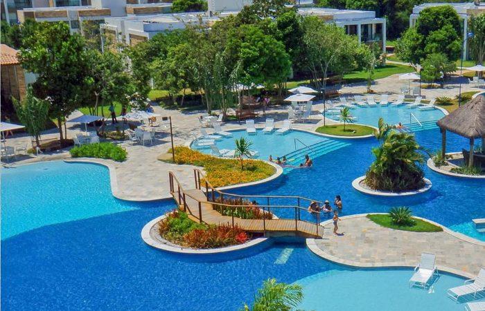 Iloa Resort com detalhes da piscina principal