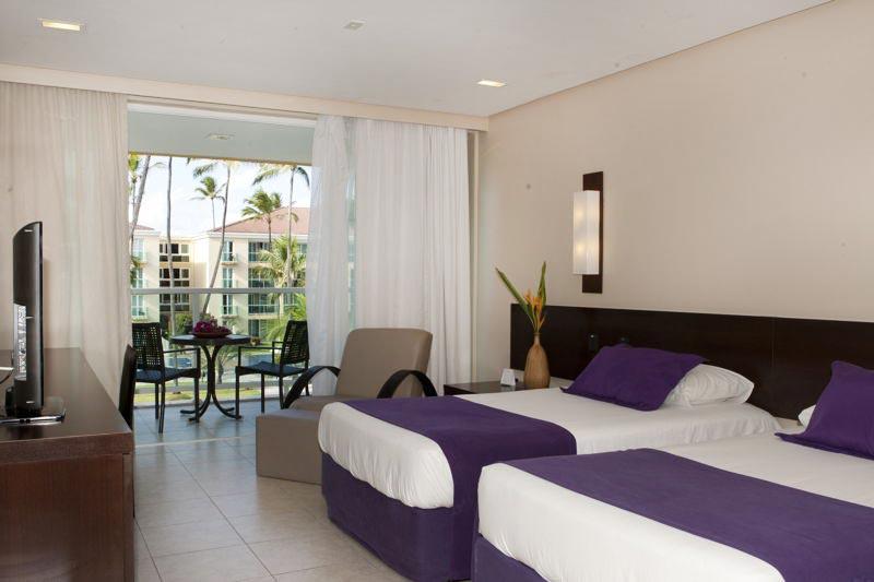 Acomodação Luxo com camas casal e varanda ao fundo