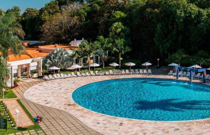 piscina ala externa com detalhes da piscina