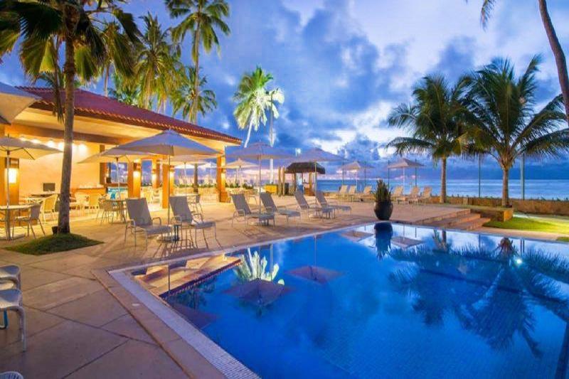 piscina com frente mar com iluminação incrivel pronta para encantar os hospedes