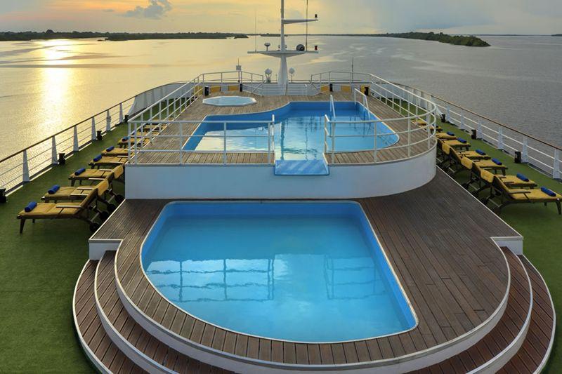 piscina-grande-navio