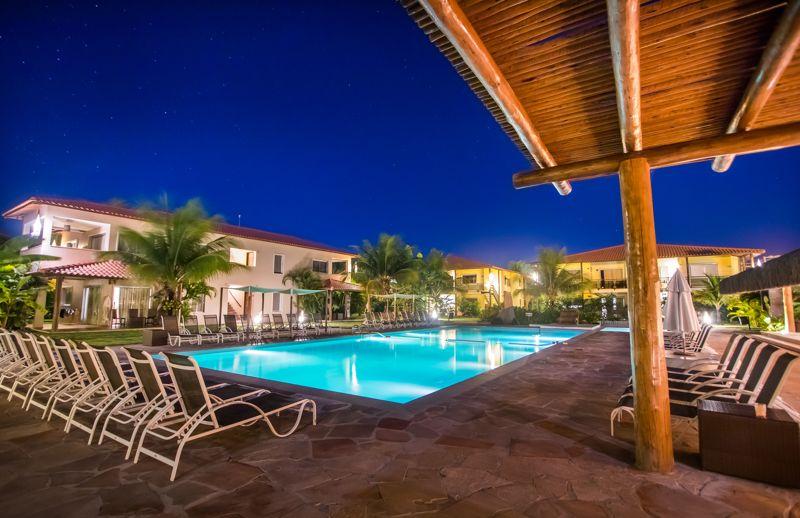 piscina-noite-iluminada