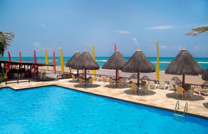 Pontal de Ocaporã vista piscina com sombra frente mar