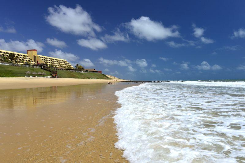 Praia calma dia ensolarado