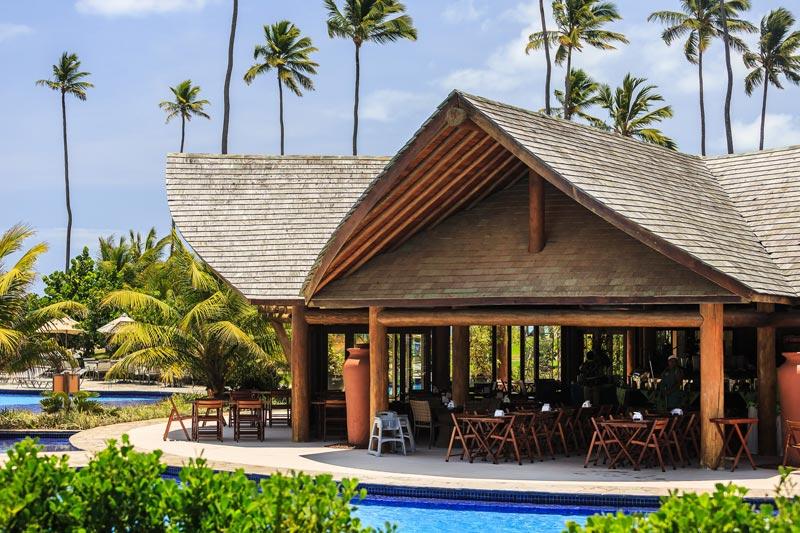 Restaurante beira piscina