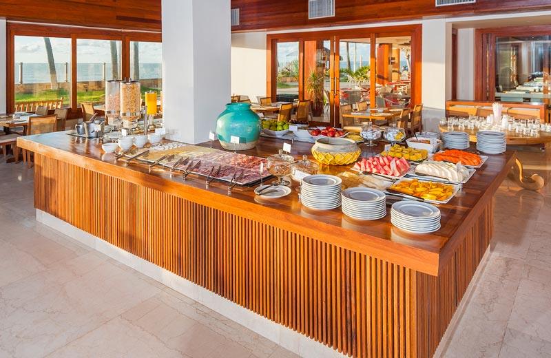 Restaurante Canos servindo o café da manhã com uma variedade incrível
