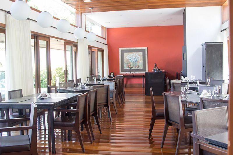 restaurante-frente-natureza-arte