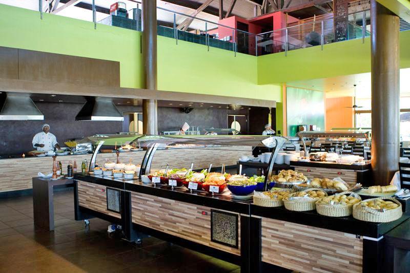 Restaurante Papoula com buffet servido