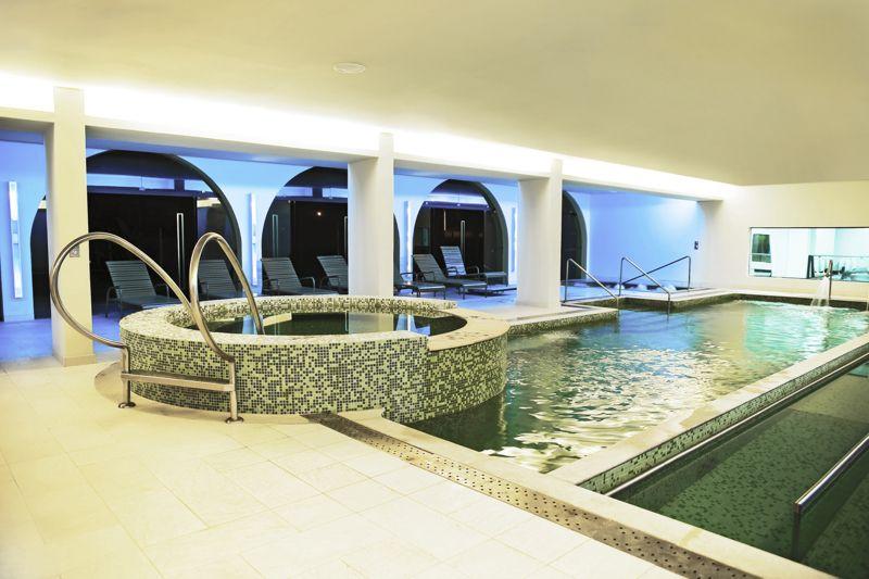 Spa com piscina coberta