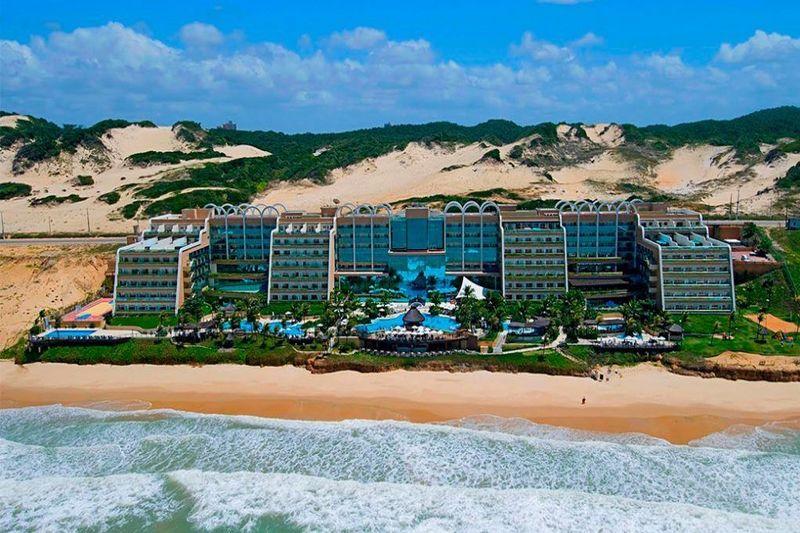 vista aérea frontal pegando toda estrutura do resort
