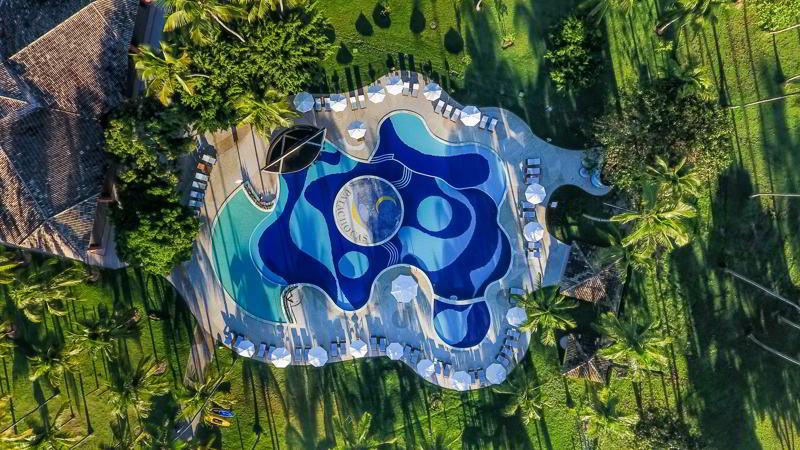 Vista aérea geral piscina mostrando sua beleza