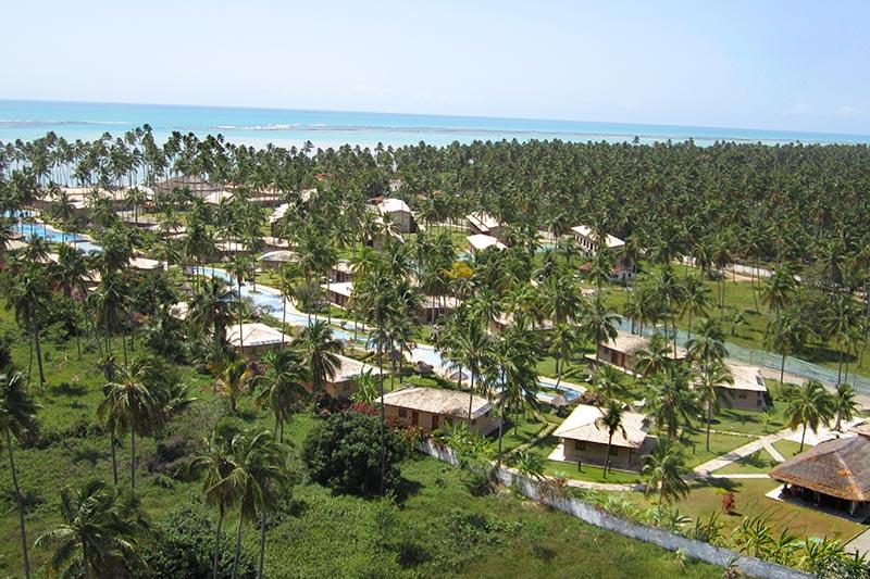 vista aérea geral resort com mar ao fundo