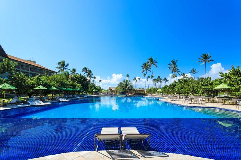 Vista panorâmica piscina ideal para descanso e seu lazer