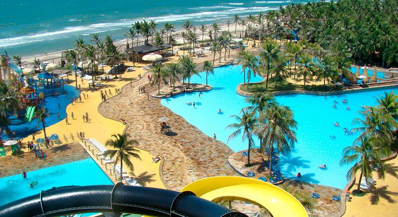 Vista toboágua piscina principal