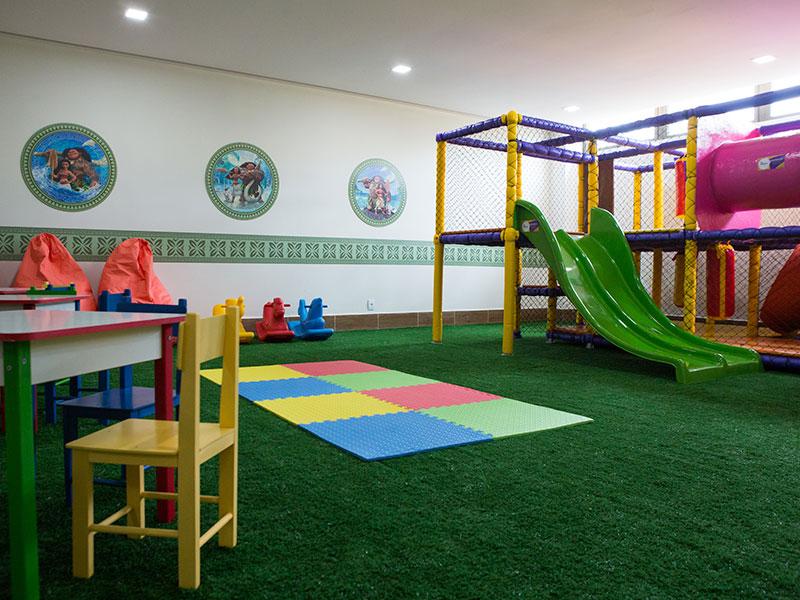 Espaço para crianças com atividades e entretenimento