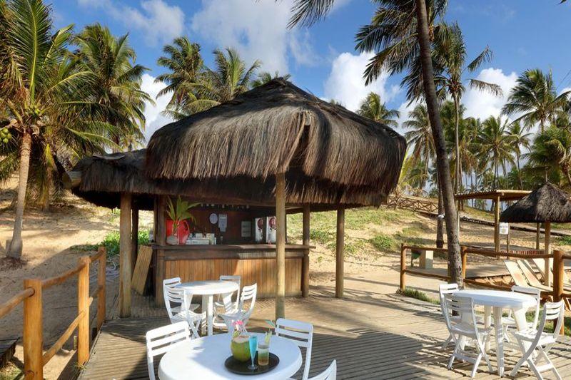 Atendimento no deck instalado próximo a praia