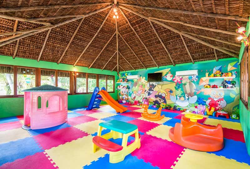 Espaço Criança Careta Careta com espaço protegido e muito entretenimento