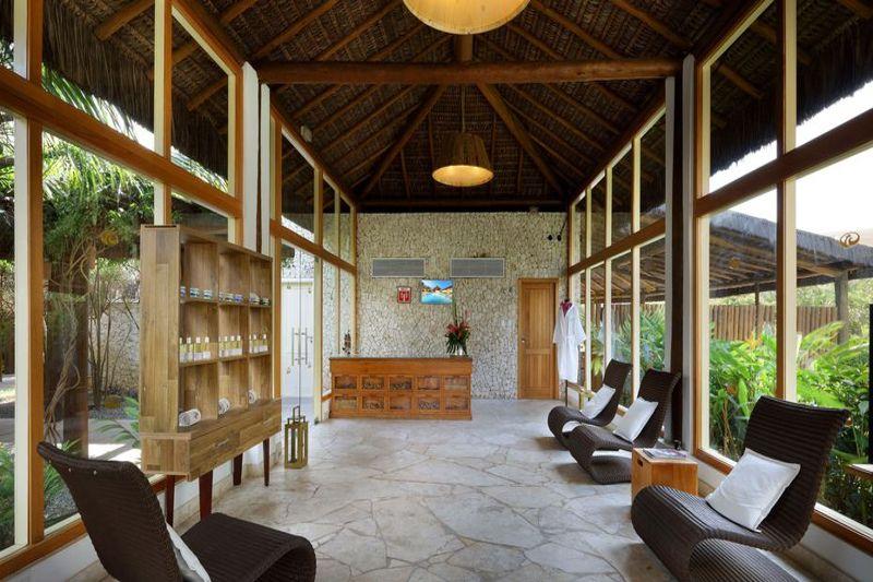 Sala Spa com cadeiras e recepção