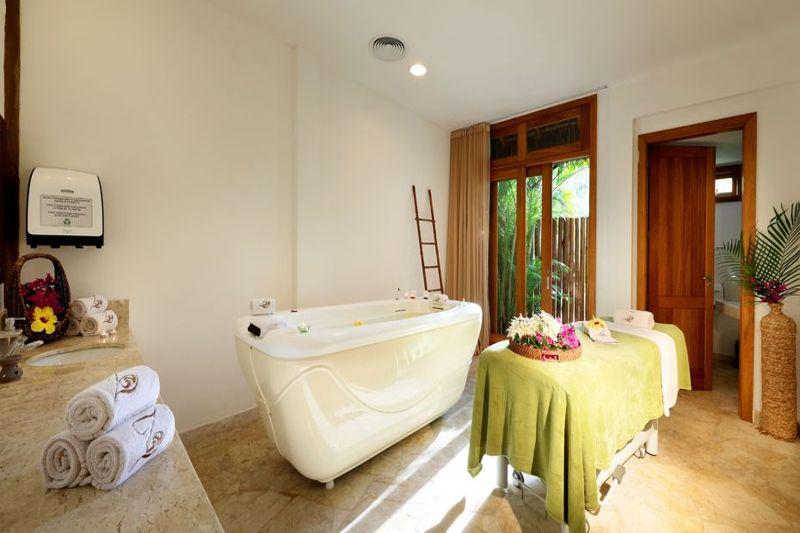 Spa com técnicas de relaxamento como podemos notar na banheira